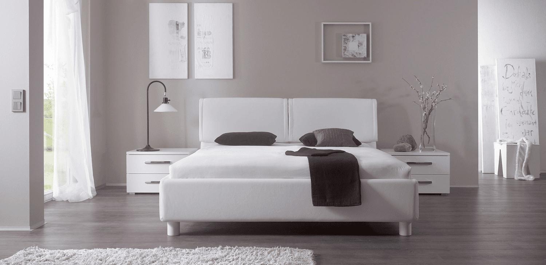 Lichte slaapkamer met witte accenten | Bedderie.nl